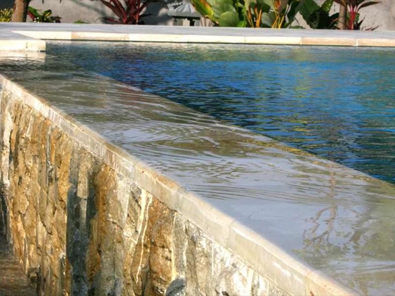 zwembad overflow
